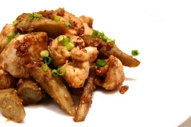 鶏肉とごぼうの胡麻味噌焼き