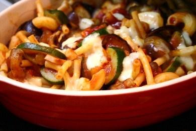 「夏野菜のミートソースマカロニグラタン」