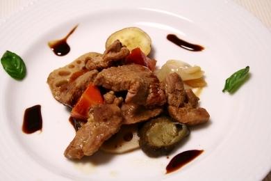 201310豚肉と秋野菜のロースト バルサミコソース仕立て.jpg