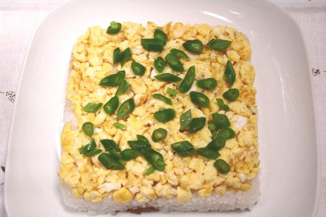 卵とツナの押し寿司1