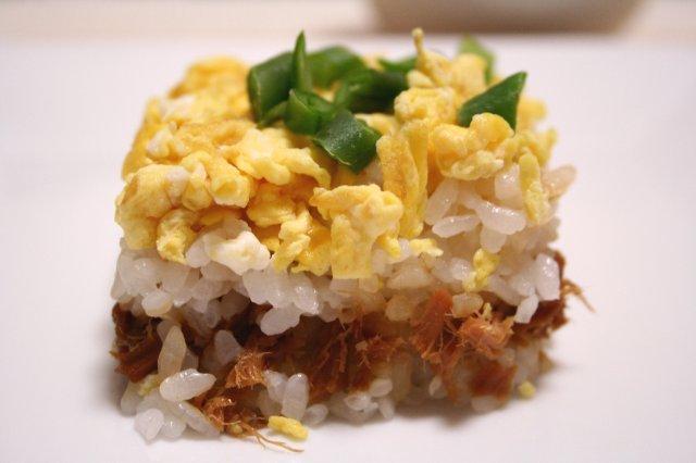卵とツナの押し寿司2
