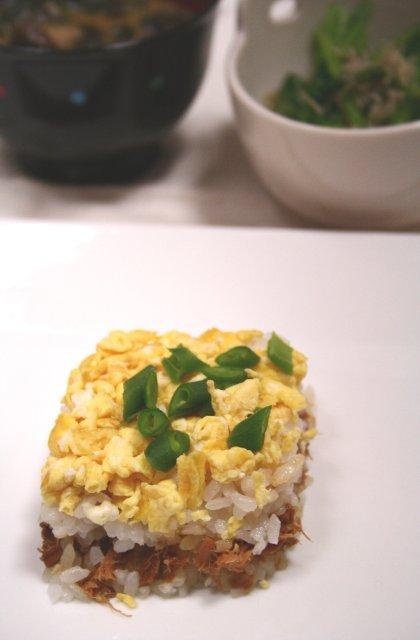 卵とツナの押し寿司3