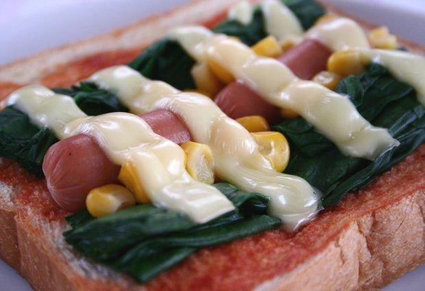 ほうれん草のピザ風トースト