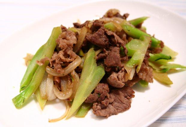 ブロッコリーの茎と牛肉の炒め物