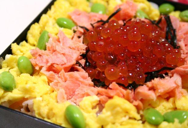 いくらと鮭のちらし寿司1