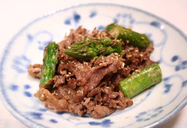 アスパラと牛肉のマヨ炒め