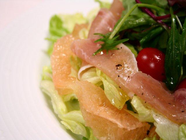 生ハムとグレープフルーツのグリーンサラダ2