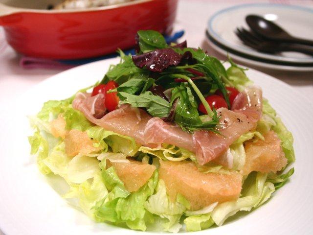 生ハムとグレープフルーツのグリーンサラダ1