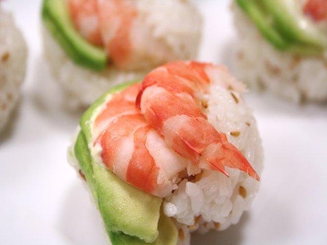 エビとアボカドの手まり寿司2