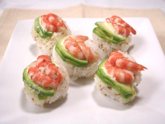 エビとアボカドの手まり寿司1