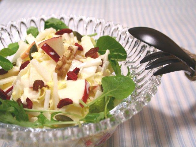 リンゴと冬野菜の木の実サラダ