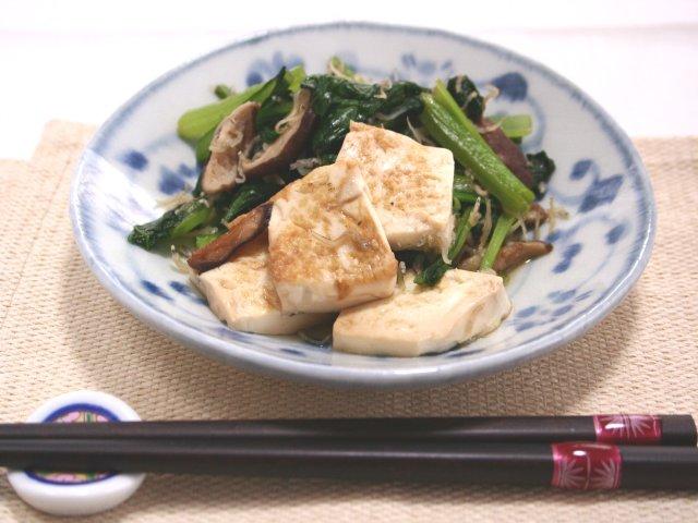 豆腐と小松菜のじゃこポン炒め
