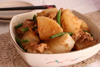 大根と豚肉のごま味噌煮