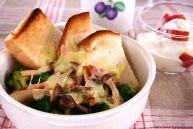 ブロッコリーとしめじのチーズ焼き