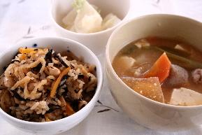 ひじきと大豆、切干大根の炊き込みご飯2