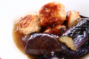 揚げ鶏麩団子と茄子の中華あんかけ