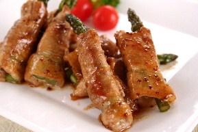 アスパラガスの豚肉巻き マスタードソース