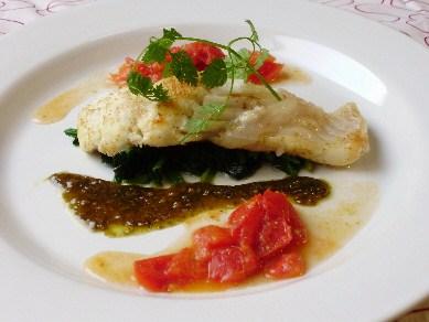 真鯛のソテー フレッシュトマトとバジルソースのイタリアン仕立て