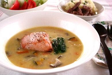 秋鮭の野菜たっぷりシチュー
