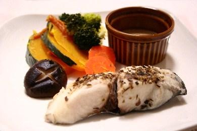 ハーブ風味の蒸し魚と蒸し野菜