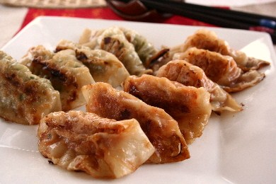 「豚キムチ餃子」×「野菜たっぷり餃子」