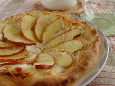 「リンゴとチーズのデザートピザ」