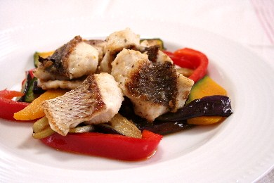 真鯛のポワレ 彩り野菜添え