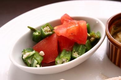 20130606トマトとオクラのサラダ.jpg
